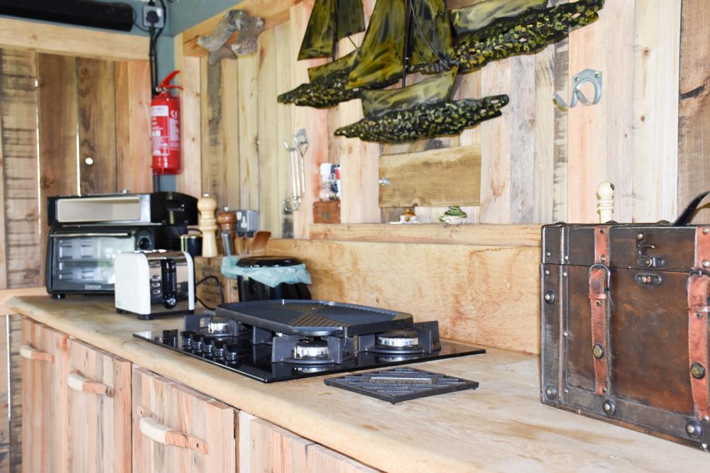 Glamping Welshpool Powys Wales Küche im Esszimmer Shepherds Hut