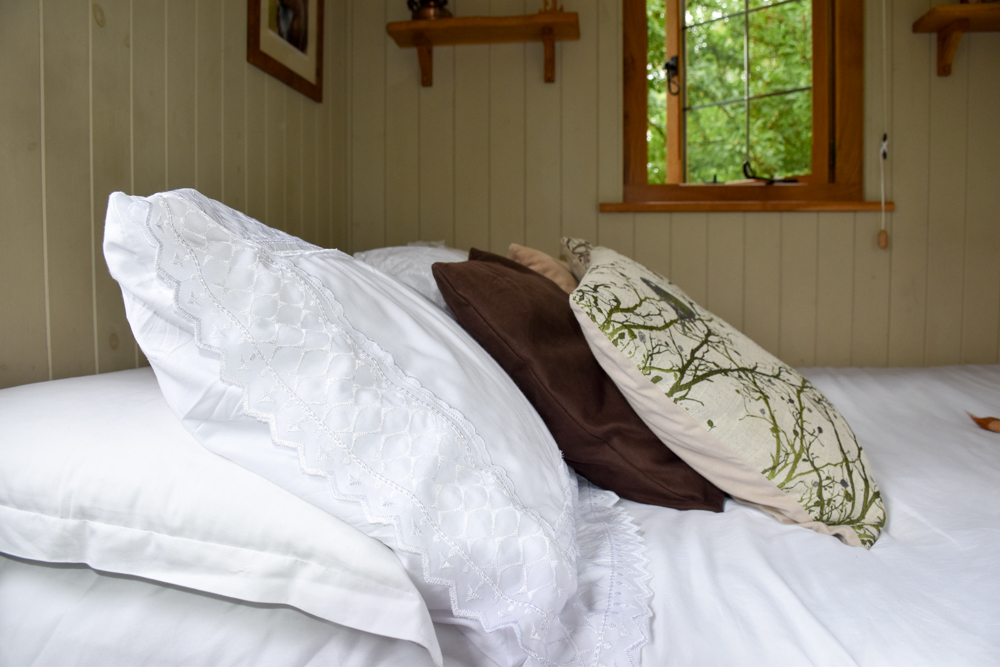 Glamping Welshpool Powys Wales Schlafzimmer Shepherds Hut