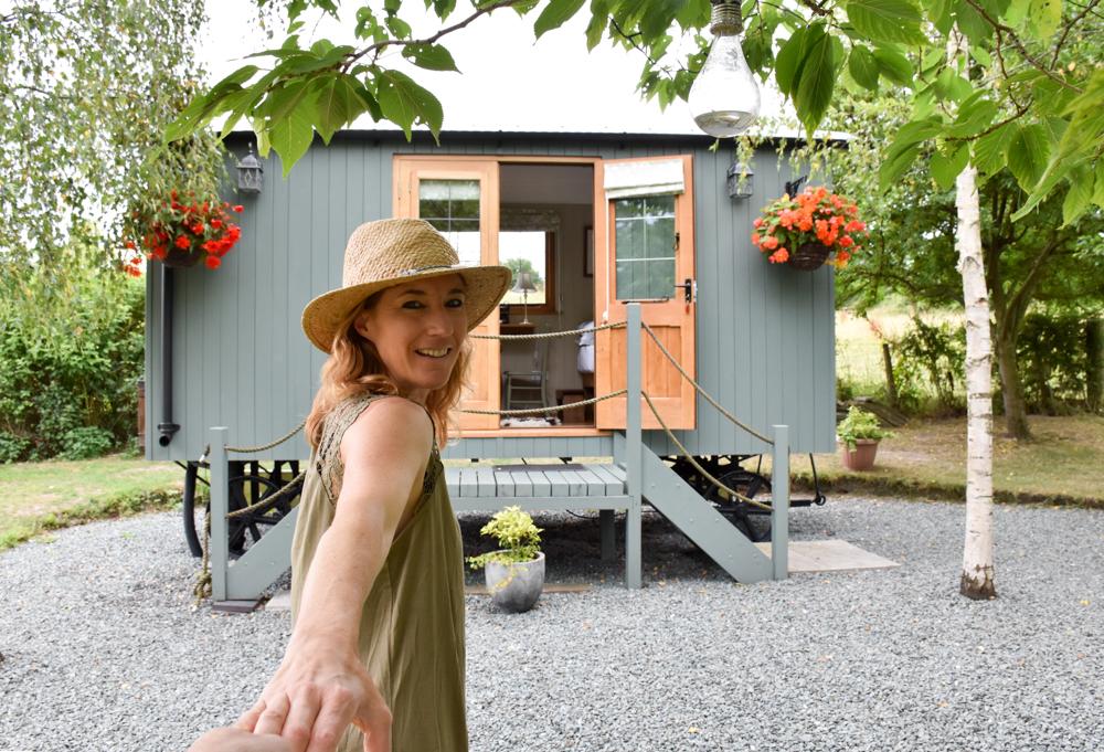 Glamping Welshpool Powys Wales Travel Sisi zeigt dir die Lake Farm Shepherds Hut