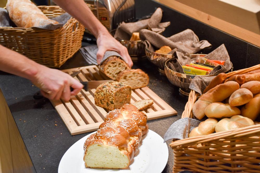 Hoteltipp Malbun Liechtenstein Gorfion das Familienhotel Brotauswahl beim Frühstück