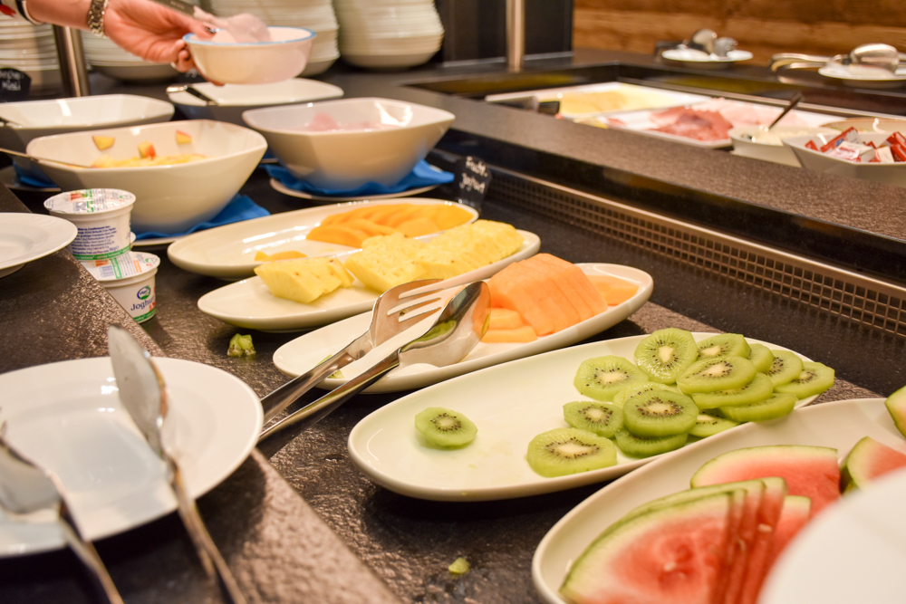 Hoteltipp Malbun Liechtenstein Gorfion das Familienhotel Früchte beim Frühstück