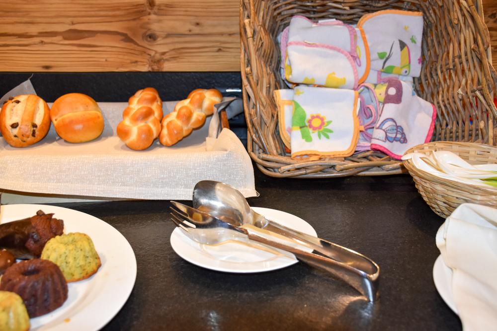 Hoteltipp Malbun Liechtenstein Gorfion das Familienhotel Kinderessen beim Frühstück
