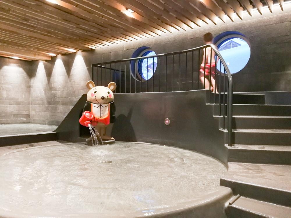 Hoteltipp Malbun Liechtenstein Gorfion das Familienhotel Kinderschwimmbad