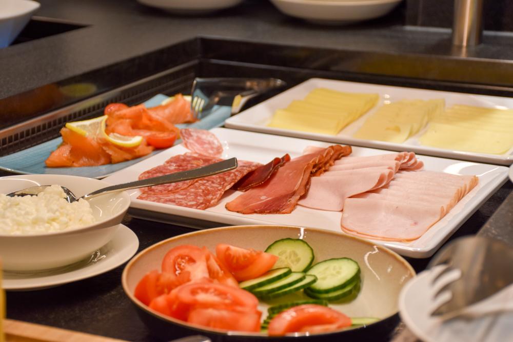 Hoteltipp Malbun Liechtenstein Gorfion das Familienhotel Wurst beim Frühstück