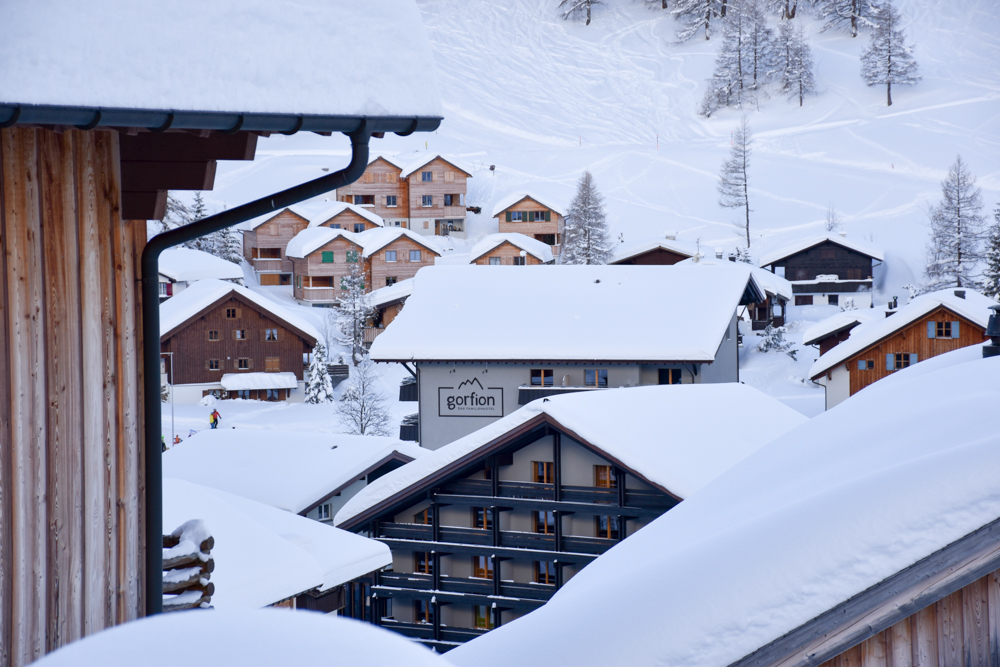 Hoteltipp Malbun Liechtenstein Gorfion das Familienhotel eingeschneit im Malbun