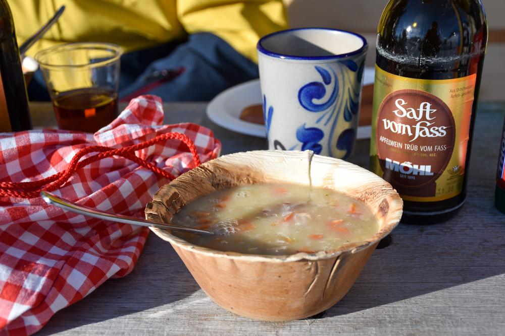 Schlittelweg Pany Prättigau Schweiz feines Essen im Tratza Beizli