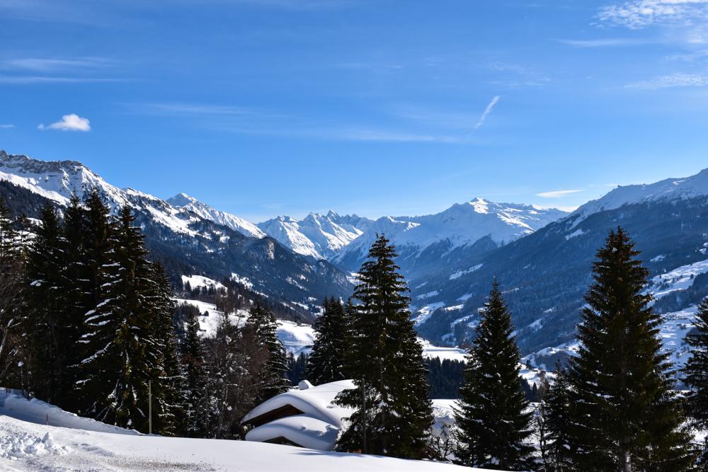 Schlittelweg Pany Prättigau Schweiz grandiose Ausblicke über die Berge