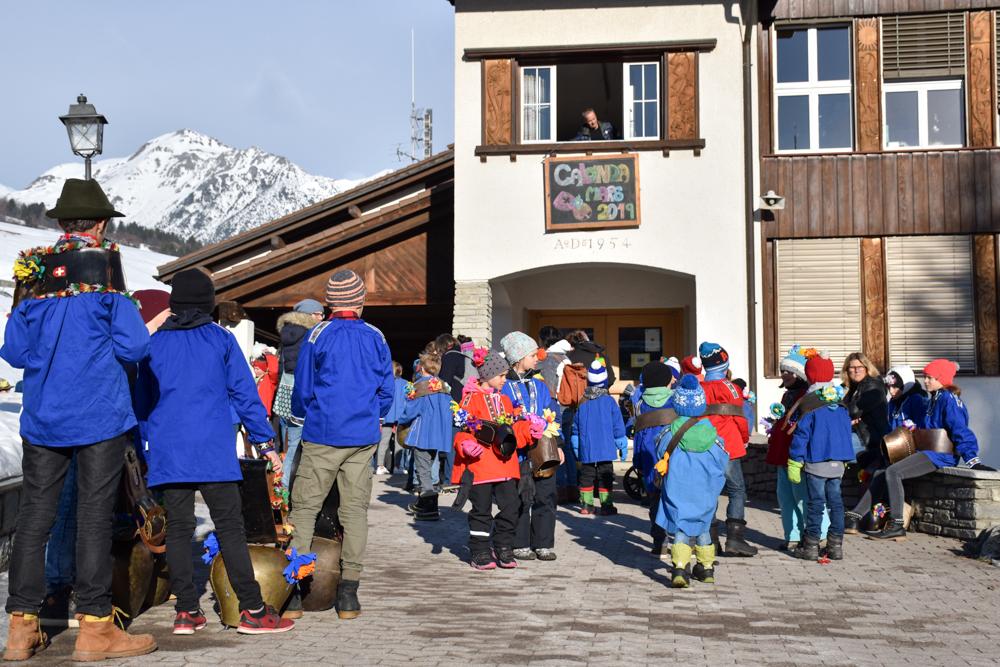 Calonda Mars Savognin Graubünden Schweiz Besammlung beim Schulhaus