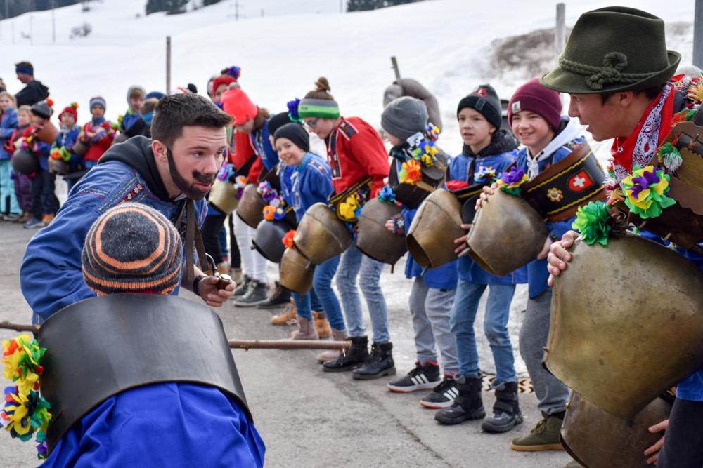 Calonda Mars Savognin Graubünden Schweiz Glockengeläut