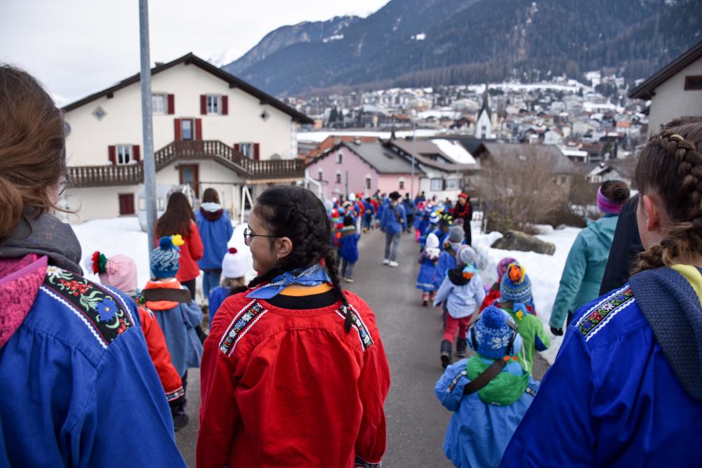 Calonda Mars Savognin Graubünden Schweiz das Schlusslicht des Umzugs