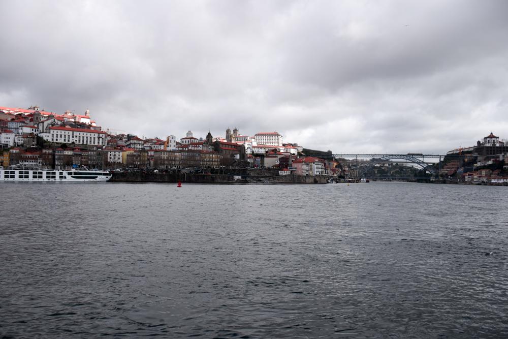 Porto Fahrradtour ans Meer Blick auf Porto vom Douroufer