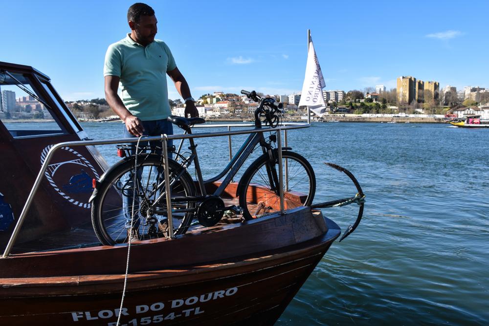 Porto Fahrradtour ans Meer Fahrräder werden mitgenommen auf der Flor do Gas