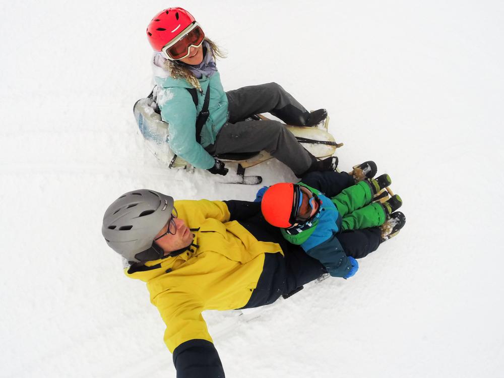 Winterferien Savognin Bivio Albula mit der Familie Travel Sisi mit Familie auf dem Pistenbock