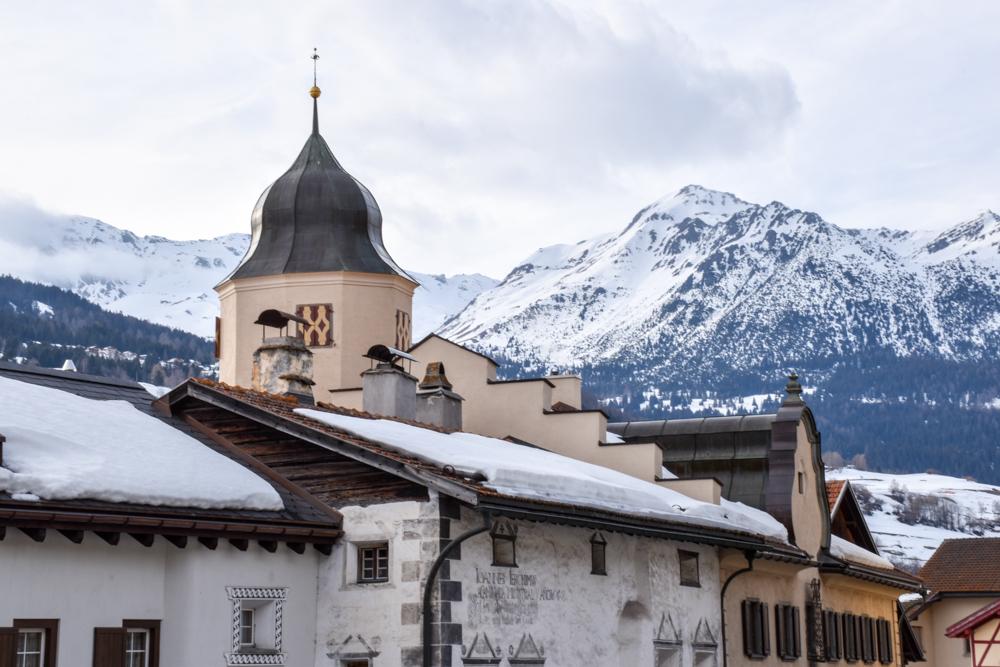 Winterferien Savognin Bivio Albula mit der Familie Blick auf die Berge in Savognin