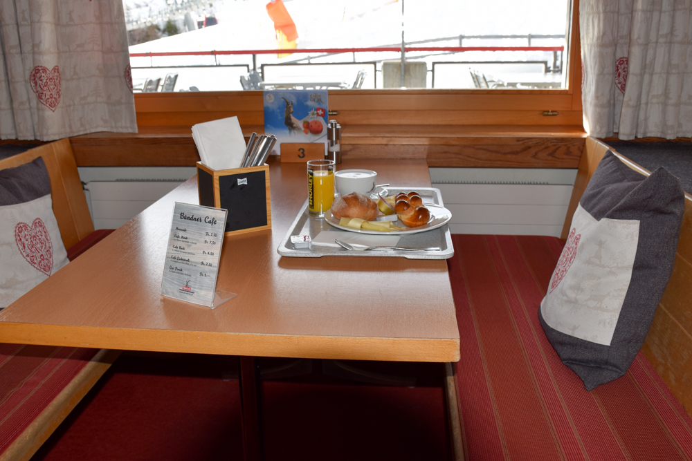 Winterferien Savognin Bivio Albula mit der Familie Brunch Bergrestaurant Tigignas
