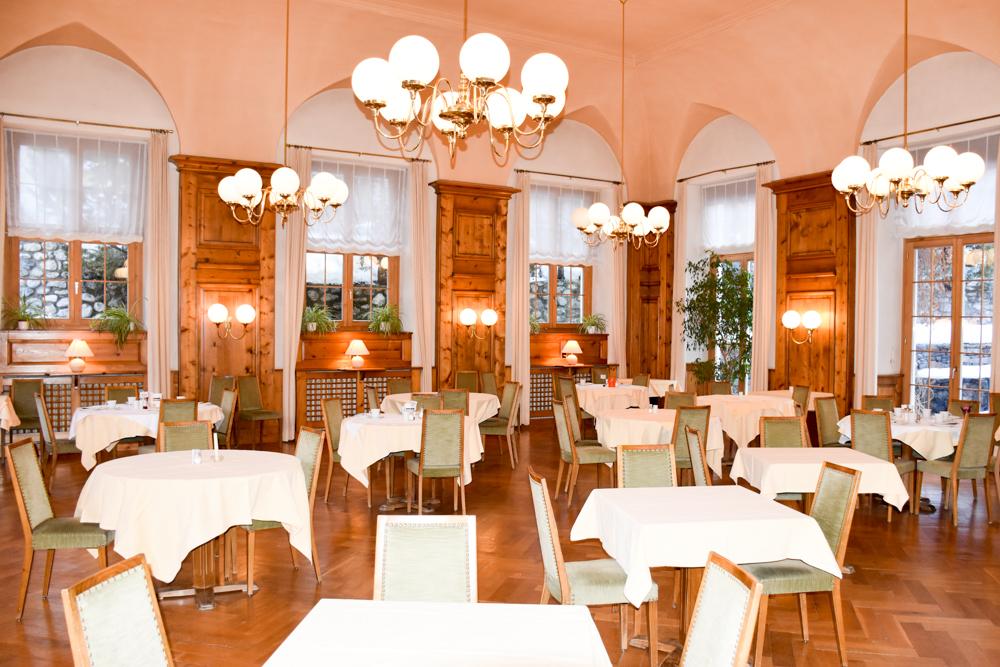 Winterferien Savognin Bivio Albula mit der Familie Speisesaal Hotel Piz Mitgel