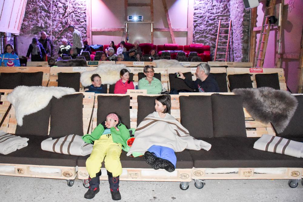 Winterferien Savognin Bivio Albula mit der Familie kreatives Ambiente im Cinema Stalla