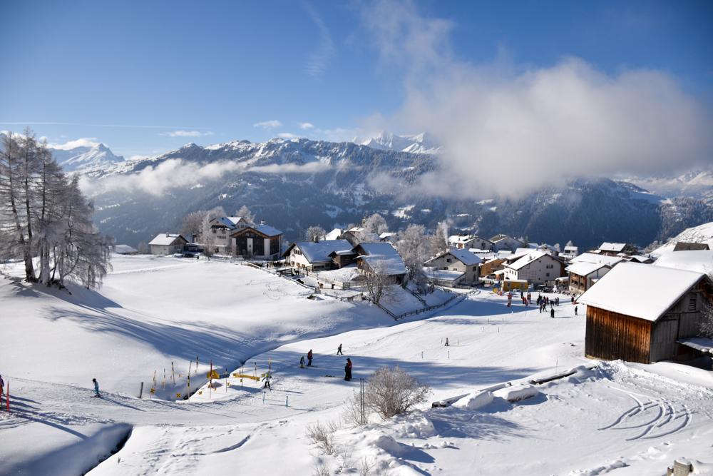 Yoga Retreat Feldis Graubünden Schweiz Aussicht über Feldis vom Berghotel Sterna