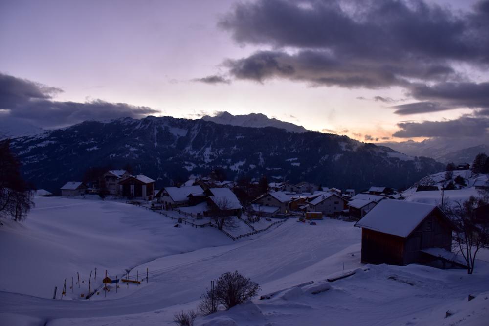 Yoga Retreat Feldis Graubünden Schweiz Blick vom Zimmer über Feldis