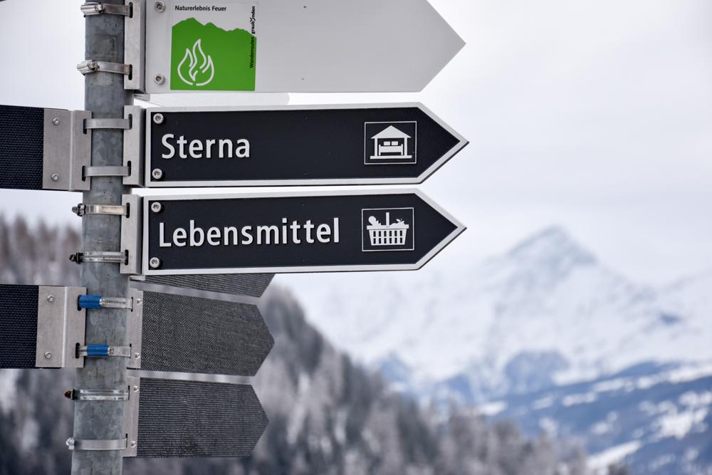 Yoga Retreat Feldis Graubünden Schweiz Wegweiser Berghotel Sterna