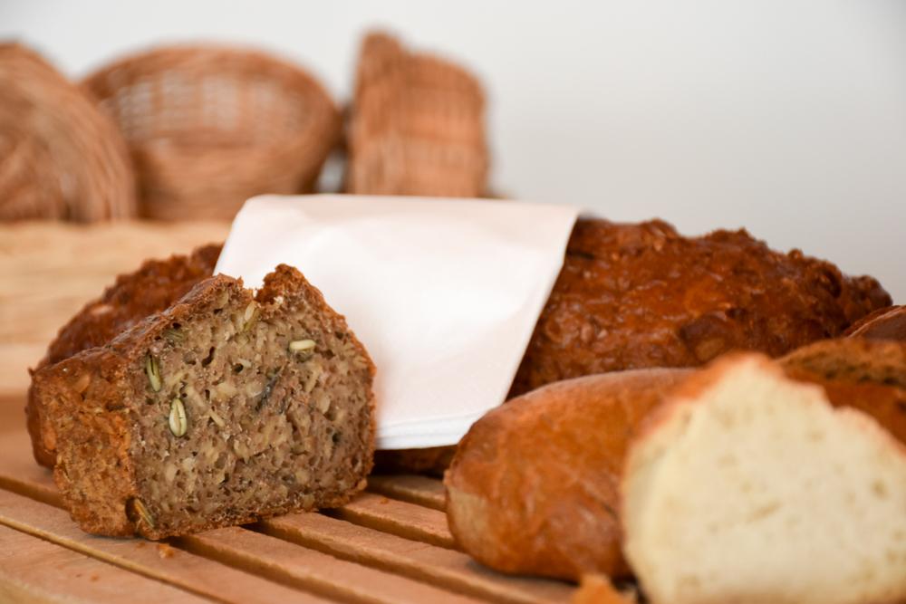 Yoga Retreat Feldis Graubünden Schweiz feines Brot zum Frühstück im Berghotel Sterna