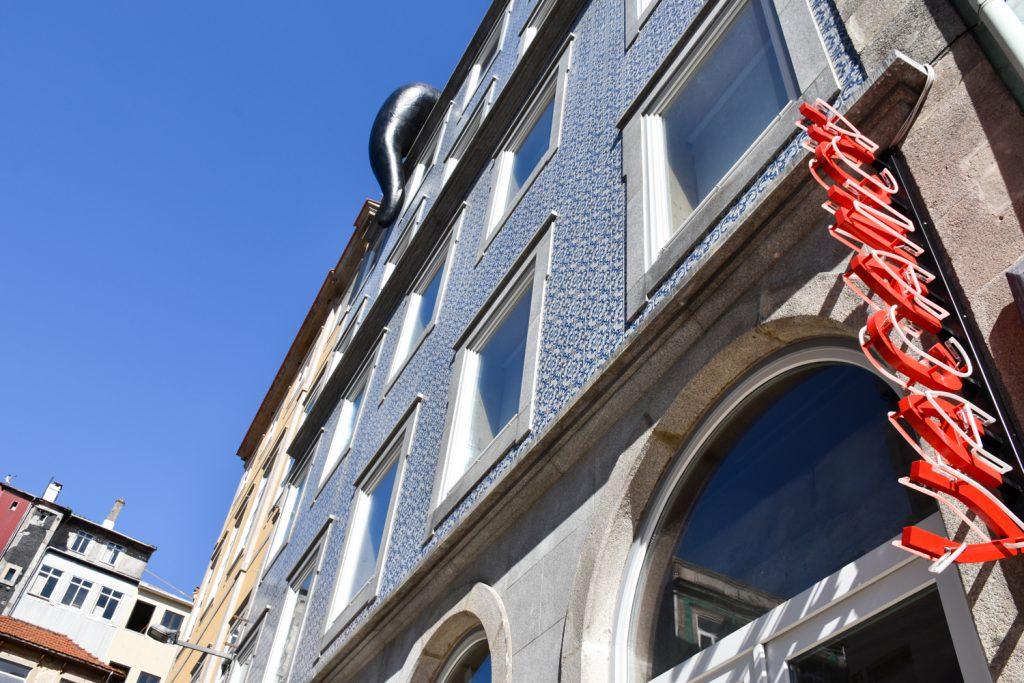 Hoteltipp Porto Zero Box Lodge Aussenansicht Gebäude