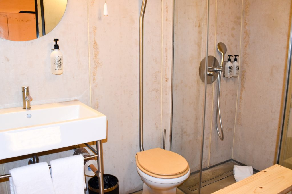 Hoteltipp Porto Zero Box Lodge Badezimmer in der Box