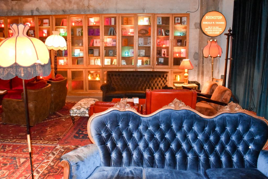 Hoteltipp Porto Zero Box Lodge Bibliothek