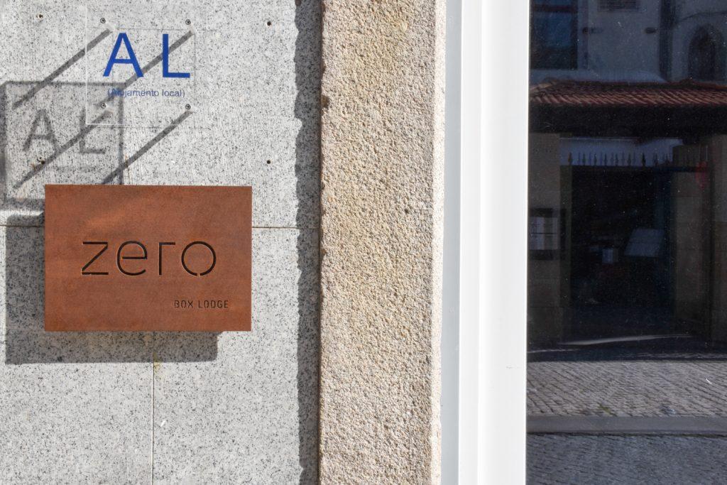 Hoteltipp Porto Zero Box Lodge Eingang