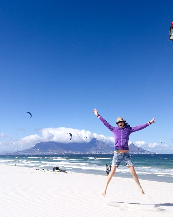 Reisen verändert Travel Sisi am Bloubergstrand in Kapstadt