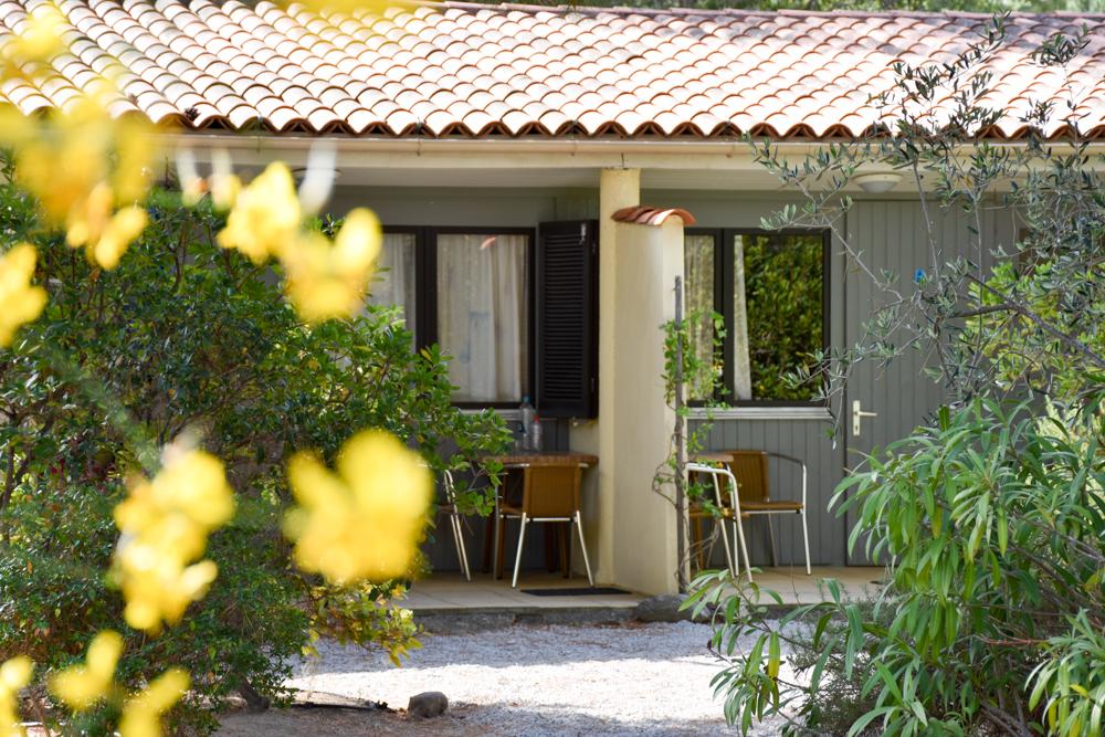 Hoteltipp Korsika Feriendorf zum störrischen Esel Calvi Bungalow