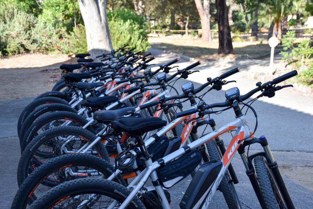 Hoteltipp Korsika Feriendorf zum störrischen Esel Calvi E-Bikes