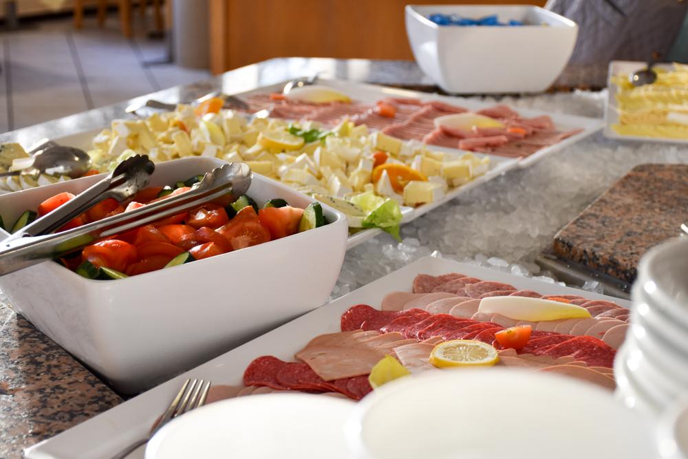 Hoteltipp Korsika Feriendorf zum störrischen Esel Calvi Frühstücksbuffet