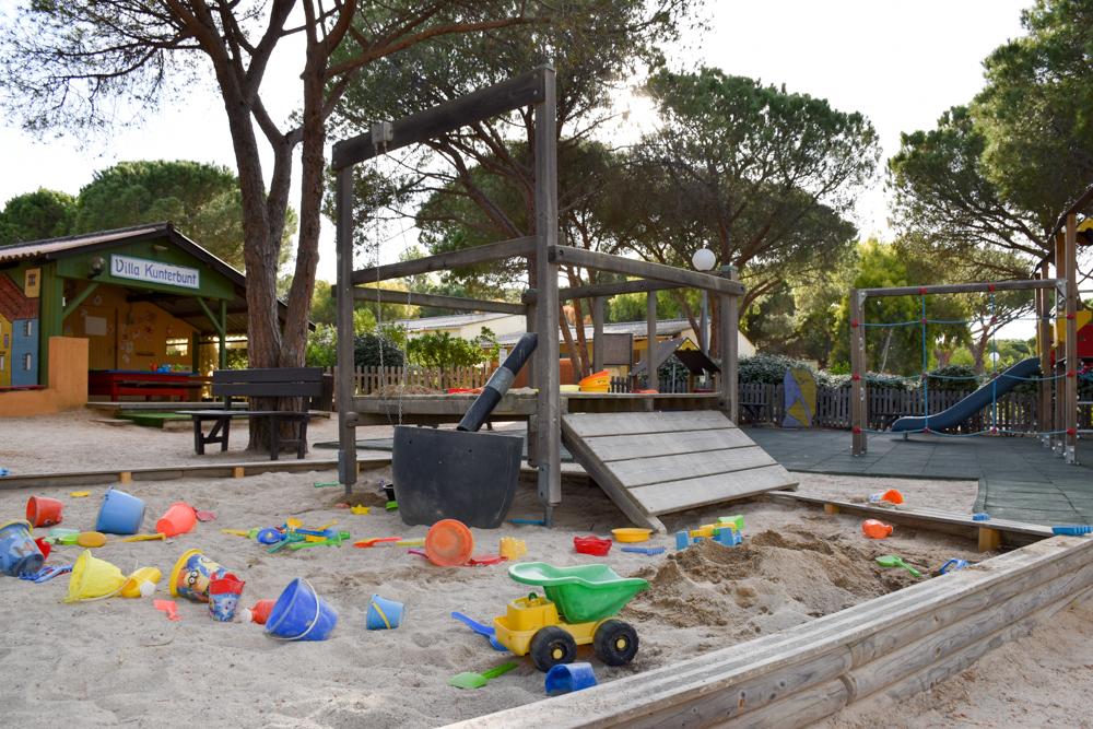 Hoteltipp Korsika Feriendorf zum störrischen Esel Calvi Kinderspielplatz