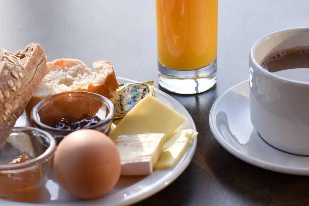 Hoteltipp Korsika Feriendorf zum störrischen Esel Calvi perfekt in den Tag starten