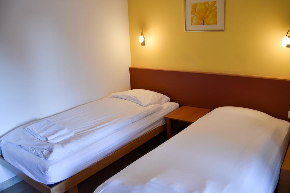 Hoteltipp Korsika Feriendorf zum störrischen Esel Schlafzimmer im Bungalow