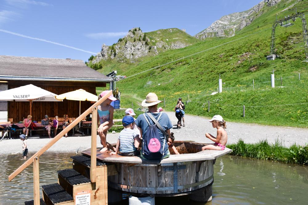 Familienausflug Engelberg Brunni Schweiz Sprudelbad beim Härzlisee