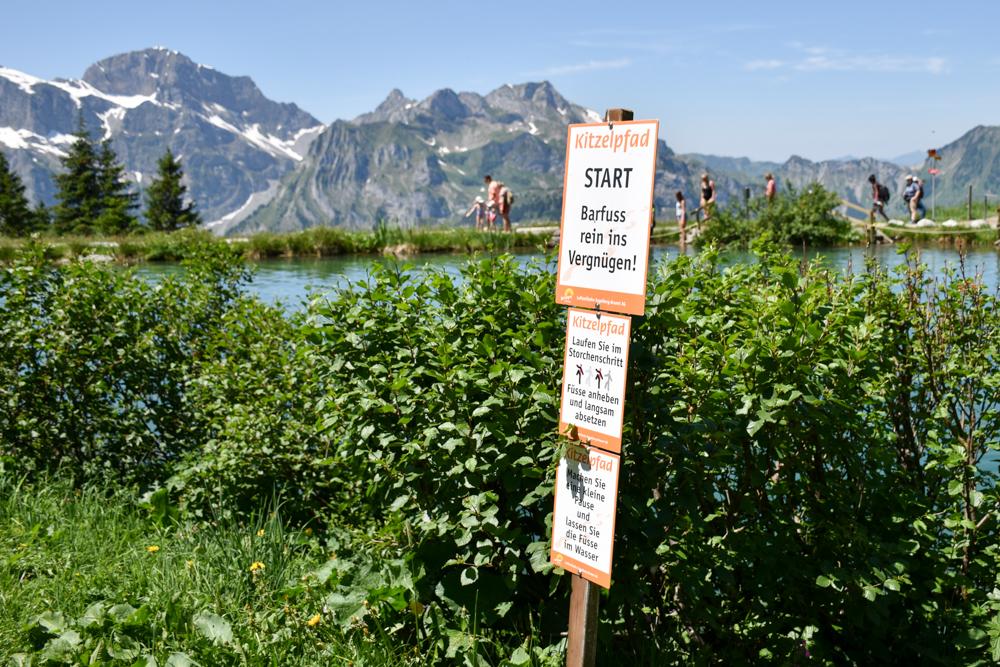 Familienausflug Engelberg Brunni Schweiz Start Kitzelpfad