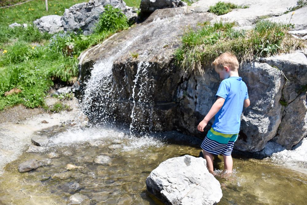Familienausflug Engelberg Brunni Schweiz Wasserspass