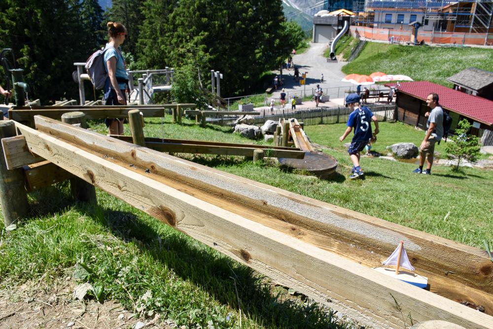 Familienausflug Engelberg Brunni Schweiz Wasserspielplatz
