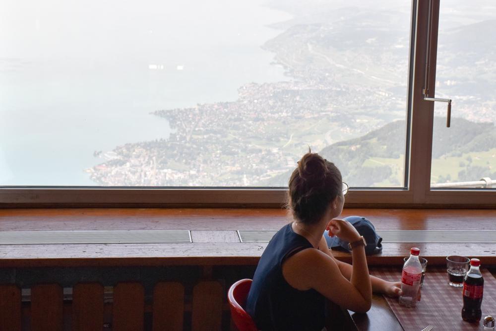Familienausflug Rochers-de-Naye Montreux Schweiz-Aussicht im Plein Roc Panoramarestaurant