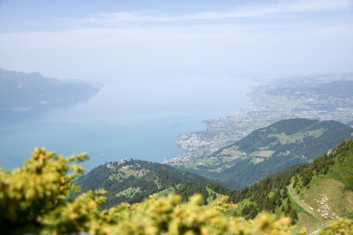 Familienausflug Rochers-de-Naye Montreux Schweiz Aussicht vom Rochers de Naye auf den Genfersee