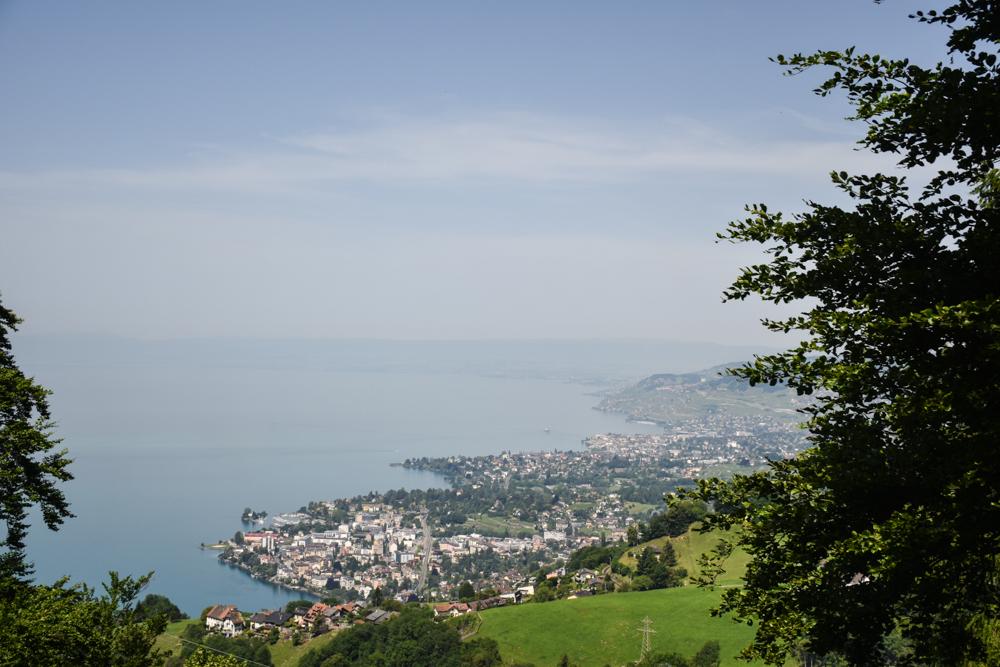 Familienausflug Rochers-de-Naye Montreux Schweiz Blick auf die Montreux Riviera