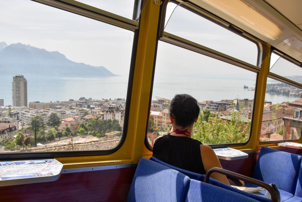 Familienausflug Rochers-de-Naye Montreux Schweiz Fahrt durch die Altstadt von Montreux im Goldenpass