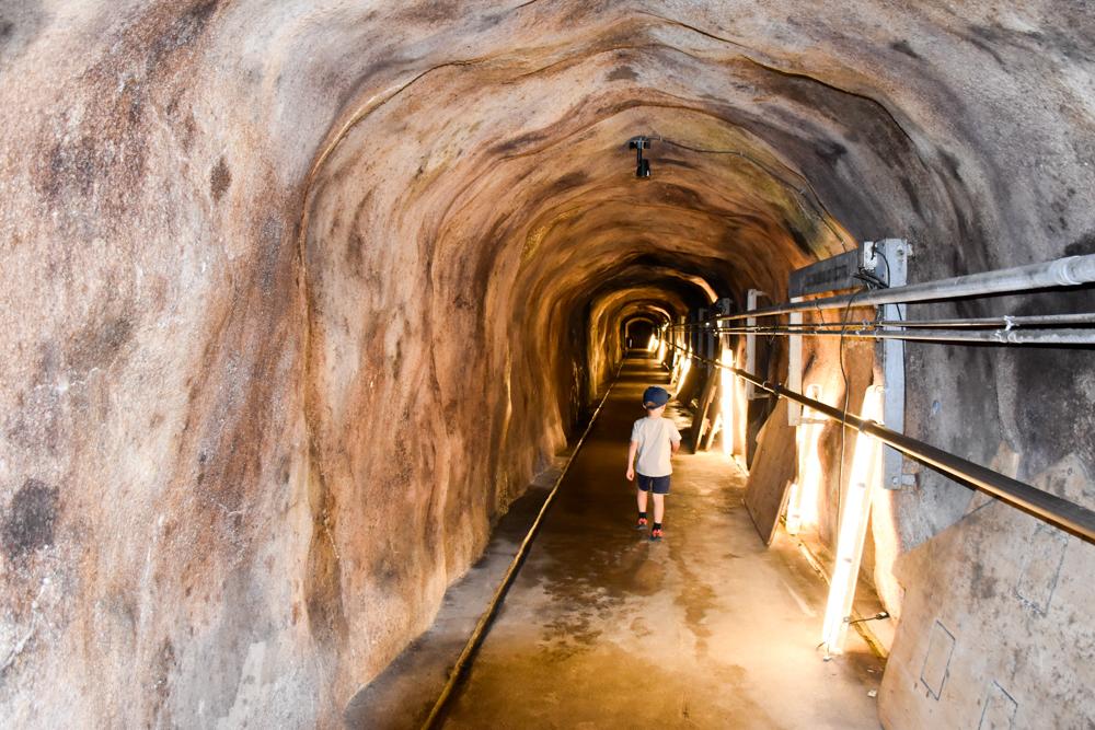 Familienausflug Rochers-de-Naye Montreux Schweiz Tunnel im Plein Roc Panoramarestaurant