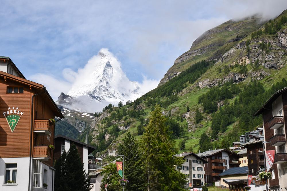 Familienweekend Zermatt Wallis Schweiz Blick aufs Matterhorn von der Getwingstrasse