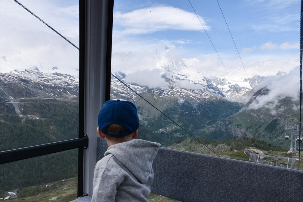 Familienweekend Zermatt Wallis Schweiz Gondelfahrt von Sunnegga nach Blauherd