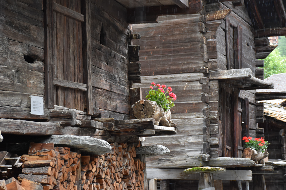 Familienweekend Zermatt Wallis Schweiz Häuser im alten Dorfteil Zermatt