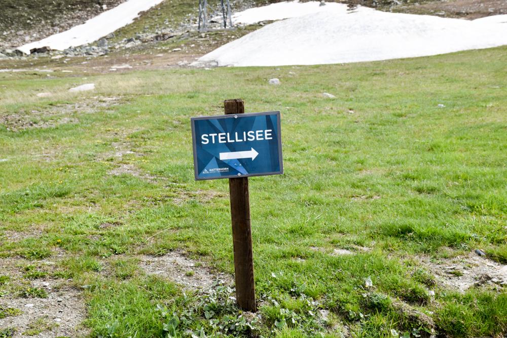 Familienweekend Zermatt Wallis Schweiz Schild Stellisee