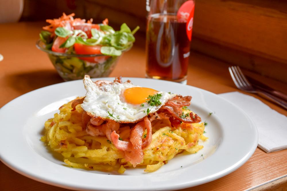 Familienweekend Zermatt Wallis Schweiz feines Essen in der Buffet Bar Sunnegga